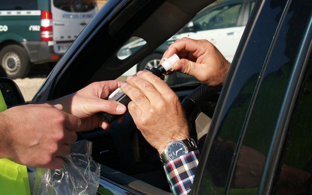 """DIA: """"no puede ser mayor la sanción por el consumo de una cerveza en la calle que por llevar varias encima en el coche"""""""