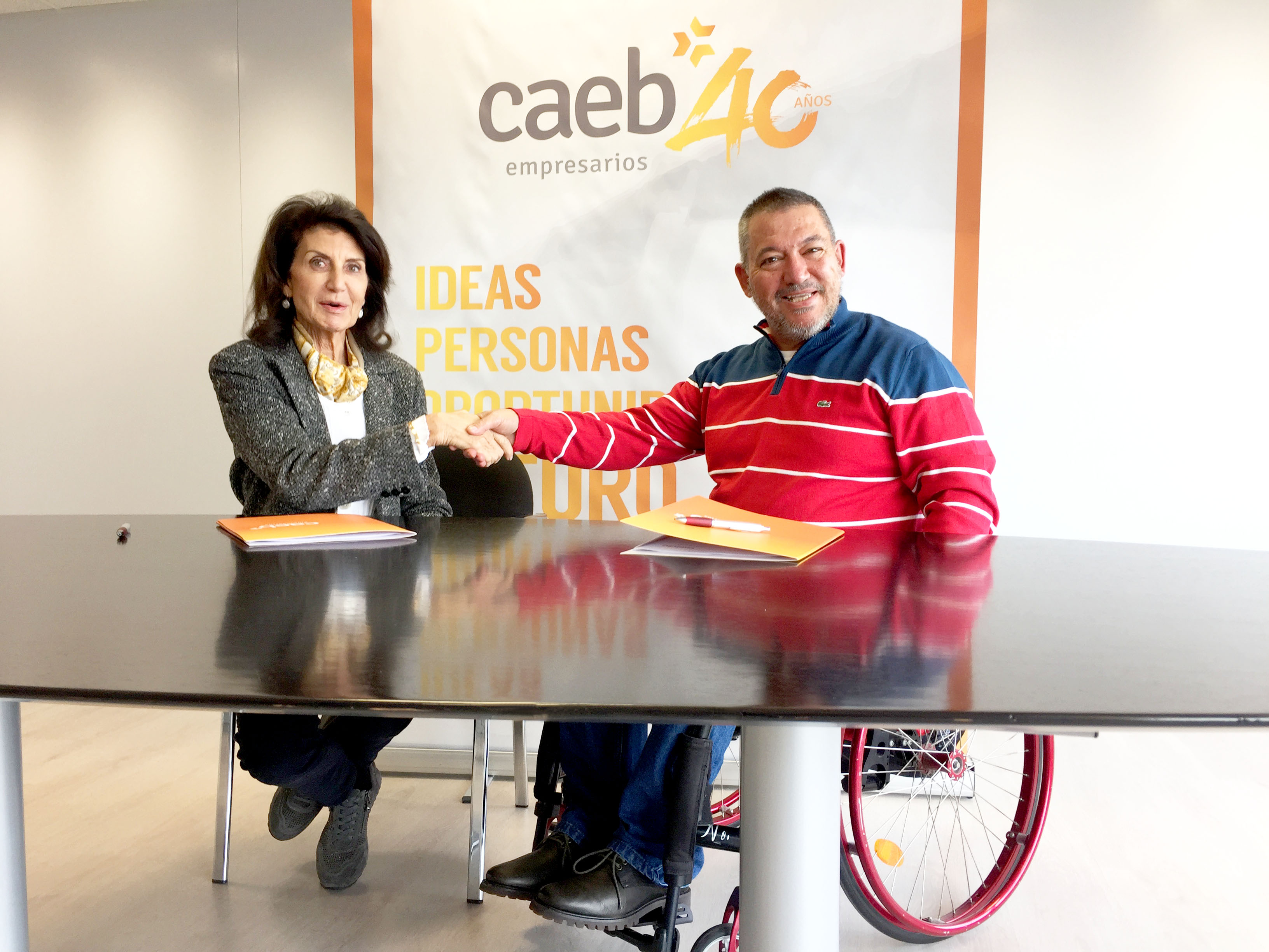 Firma Convenio Asociación DIA- CAEB