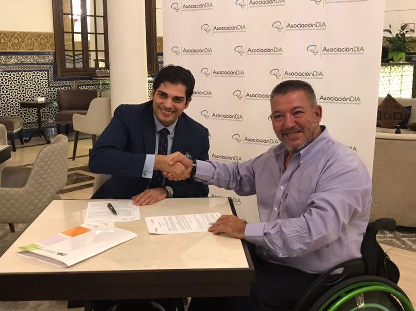 firma del convenio Asociación DIA-abogados de víctimas