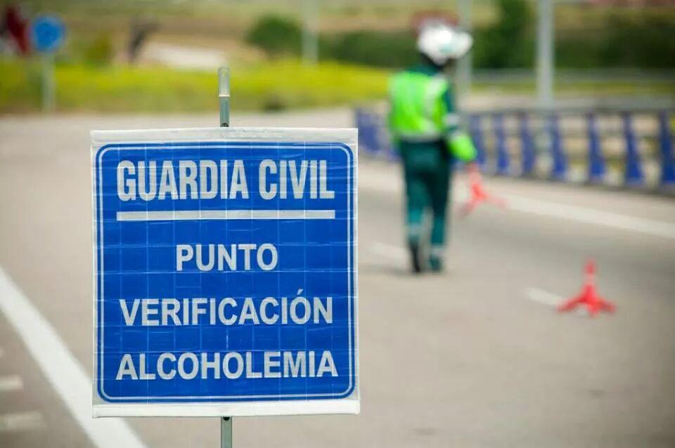 Un conductor da positivo en cocaína mientras trasladaba a 29 menores en la comarca de Béjar