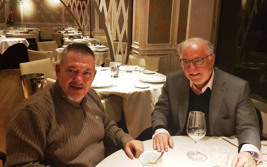 Pere Navarro y Francisco Canes abordan la seguridad vial en un encuentro informal